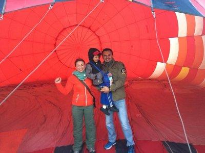 Shared balloon ride for children over Jerez