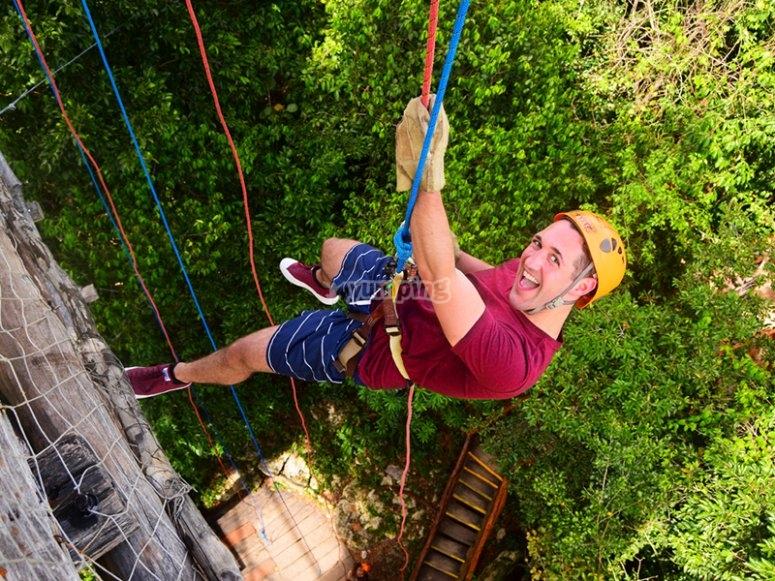 Descend 21 meters in rappelling technique