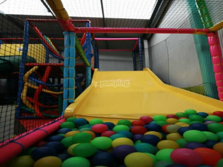 Ball pool with slide