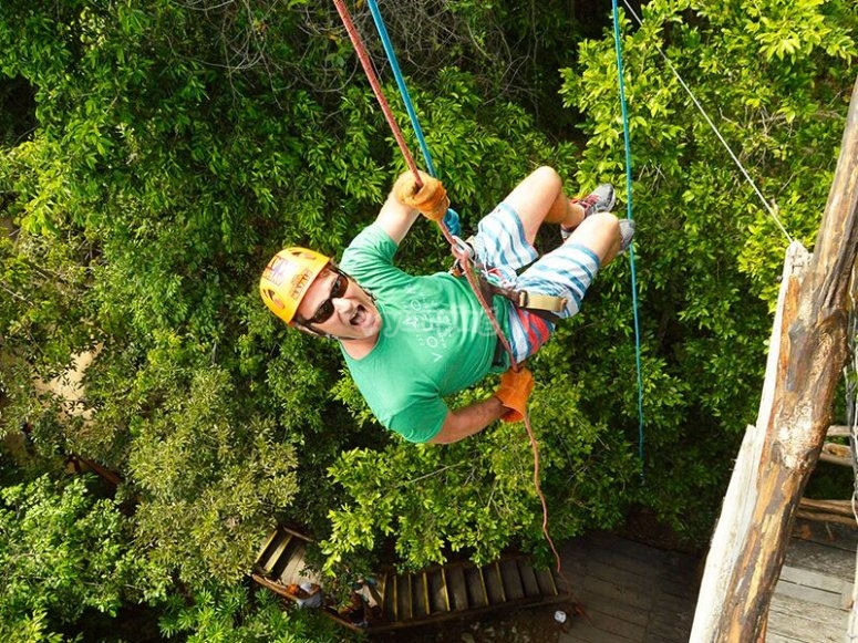 Rappel in the forest of Chemuyil