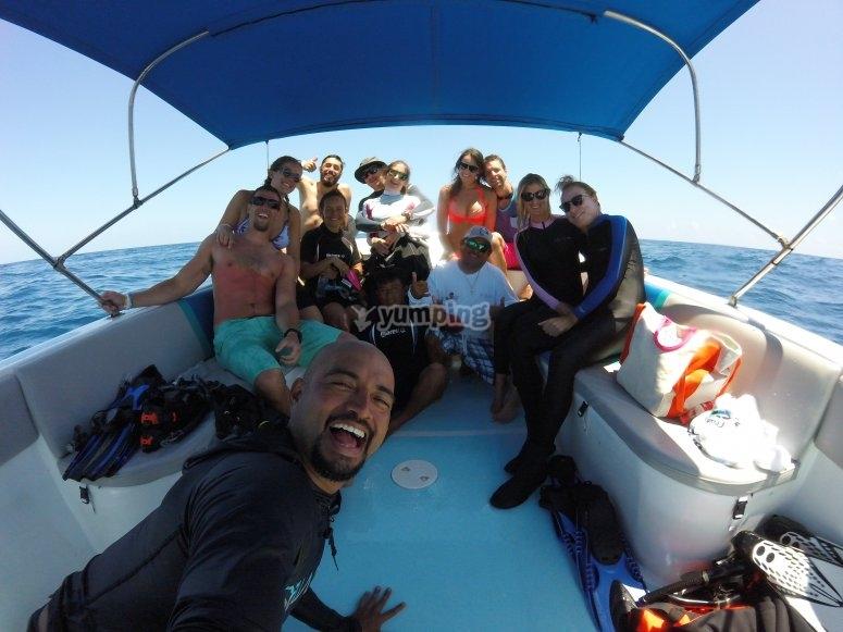 En el barco para ir a bucear
