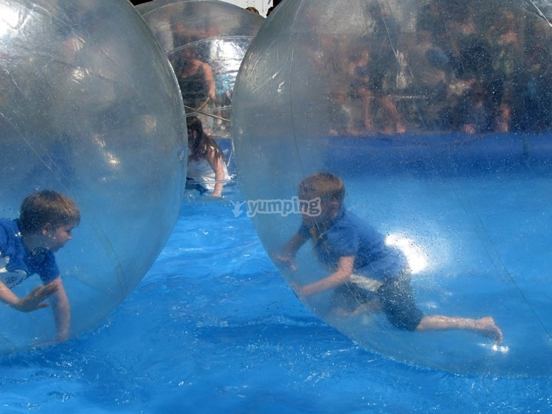 Have fun in the pool with the water zorbing