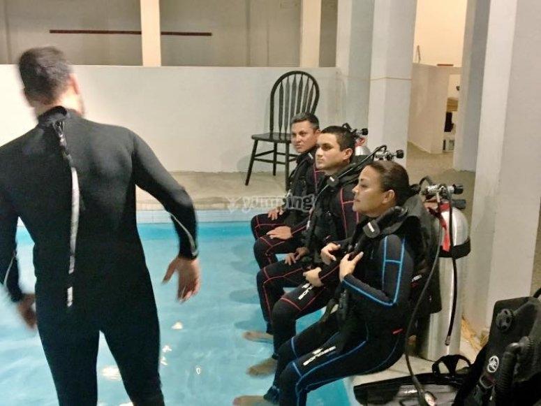 Teoría en la piscina