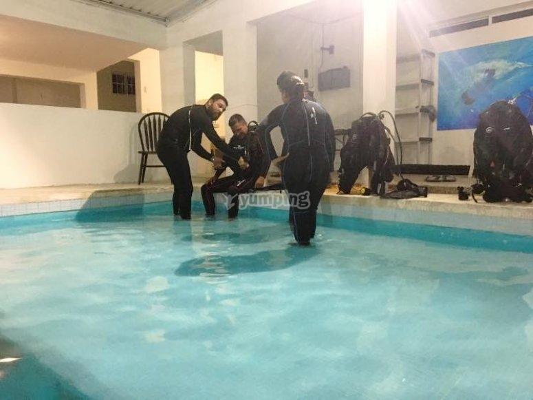 Inmersión en agua confinada