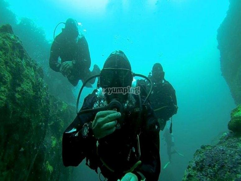 Explora lugares nuevos bajo el mar