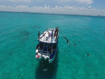 Catamaran tour to Isla Mujeres with lunch 7 h