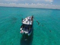 Tour en catamarán a Isla Mujeres con almuerzo 7 h