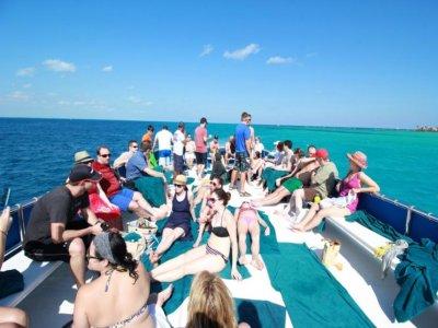Tour en catamarán para niños a Isla Mujeres 7 h