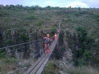cruzando puente
