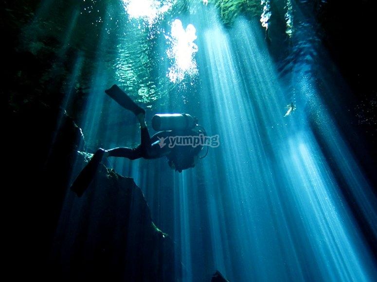 Adéntrate buceando en las profundidades y descubre nuevos lugares