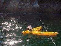 Remando en kayaks