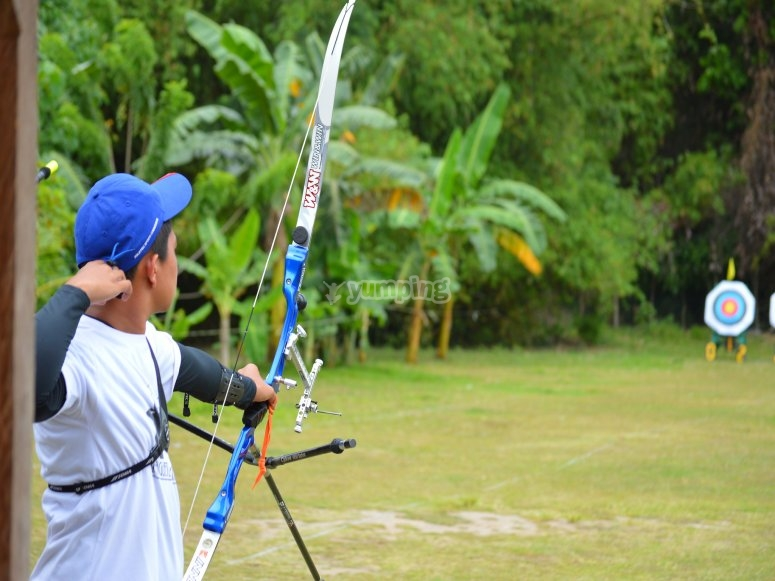 Enjoying of archery in Ayotlán