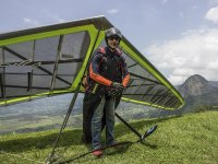 Expert personnel to give courses in paragliding