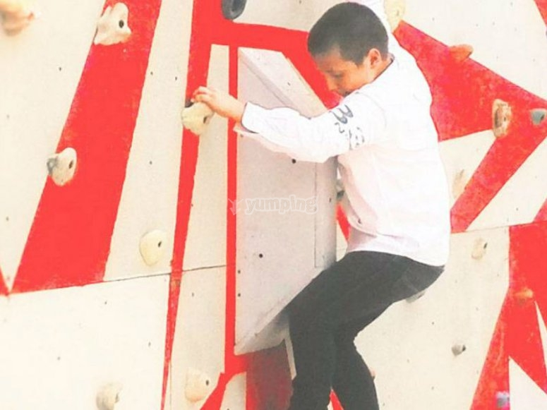 Wall to climb for children