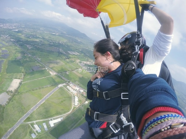 Parachute jumping in Jalisco