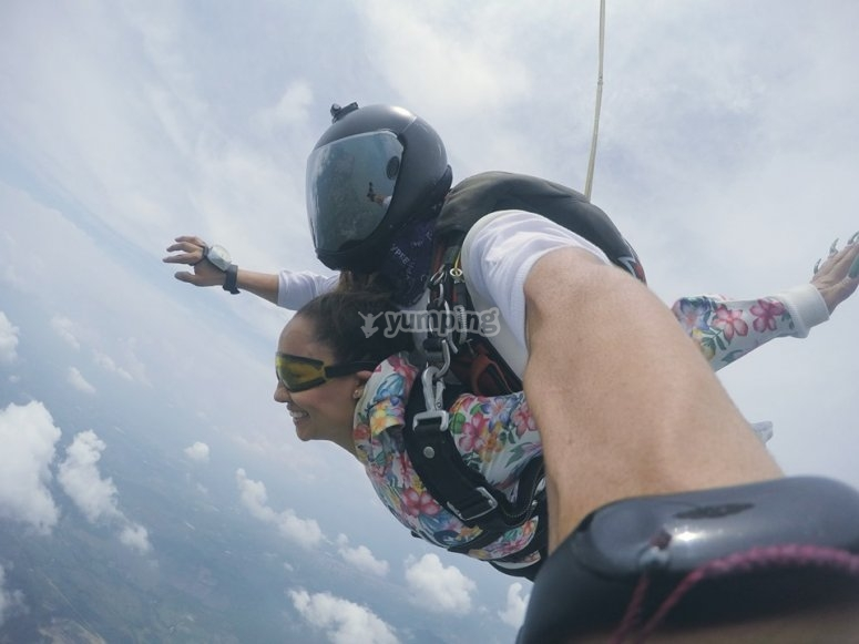 Tandem parachute jump from Celaya