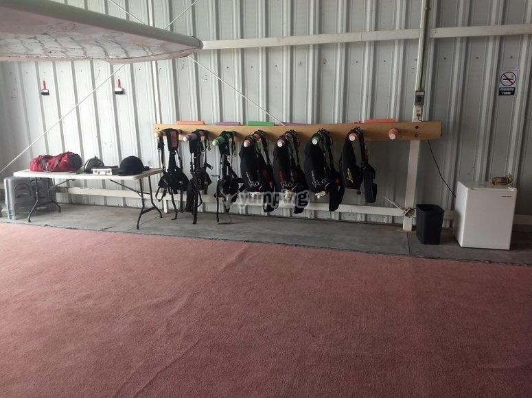 Parachute jump equipment