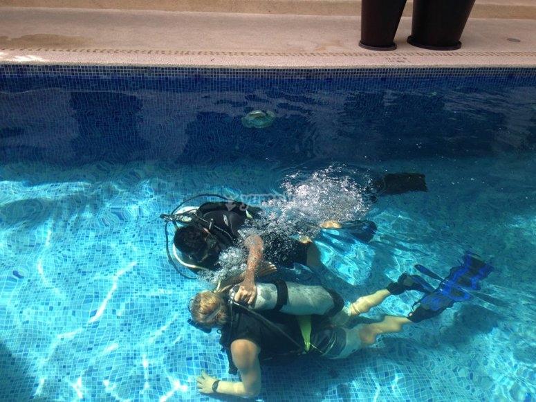 Instructores de buceo en Riviera Nayarita