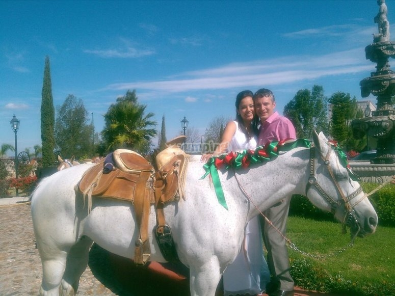 Horseback riding for couples at Tequisquiapan