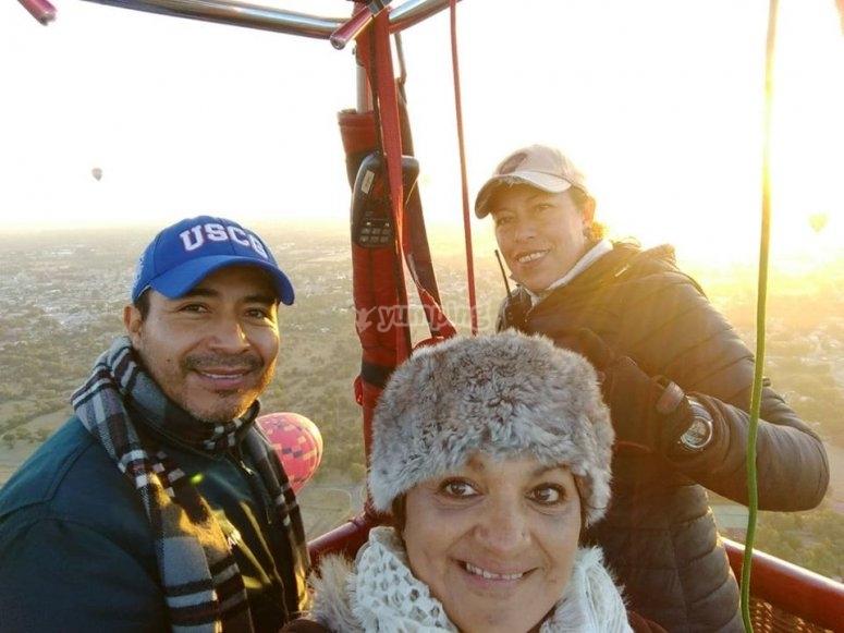 Photo with balloon pilot