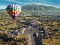 Paseo en globo romántico privado en Teotihuacán