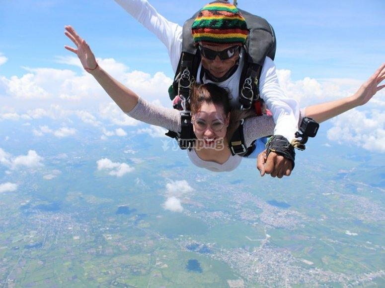 Lanzándose en paracaídas