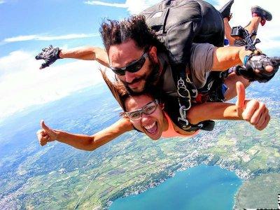 Parachute jump at 15,000 feet Tequesquitengo