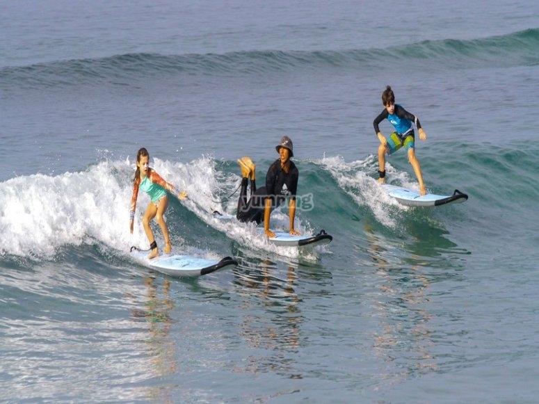 Clases de surf infantil
