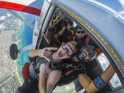 Tandem jump for tourists in Playa del Carmen