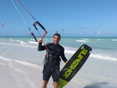 Private kitesurf initiation class in Holbox 2h