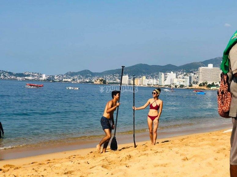 En la playa de Acapulco antes de comenzar la ruta de SUP