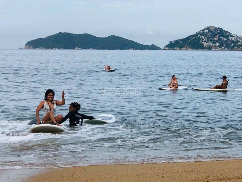Practicando paddle surf en Acapulco