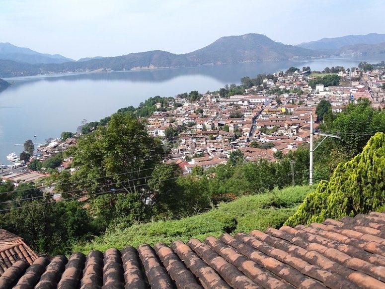View towards the Valle de Bravo dam