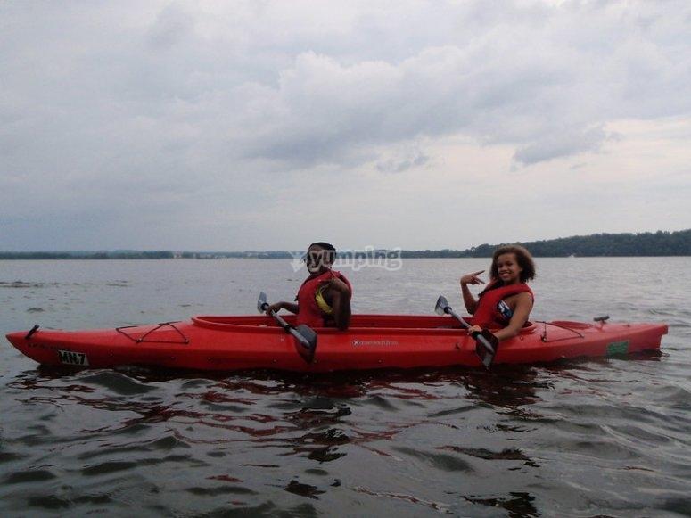 Paseando en kayak biplaza