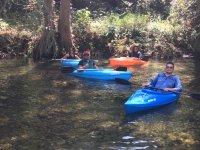 Amigos y kayaks