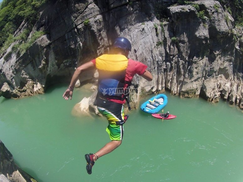 Jumps from 1 to 8 meters in the Huasteca potosina