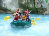 En los rápidos del Río Tampaón en la Huasteca Potosina