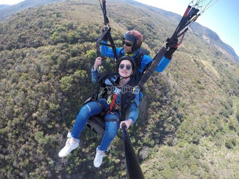Disfrutando vuelo en parapente