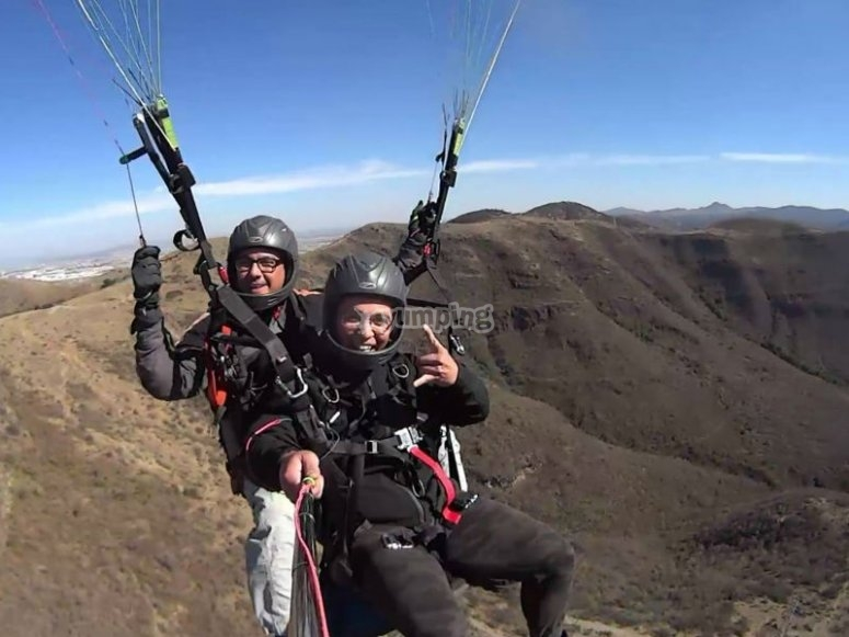 Sensational paragliding flight