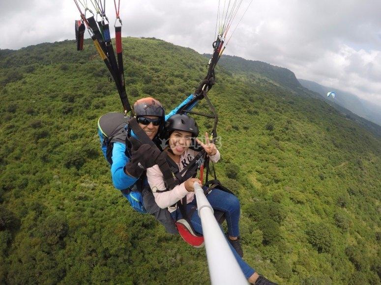 Living paragliding adventure
