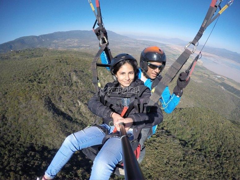 Flying in tandem paragliding