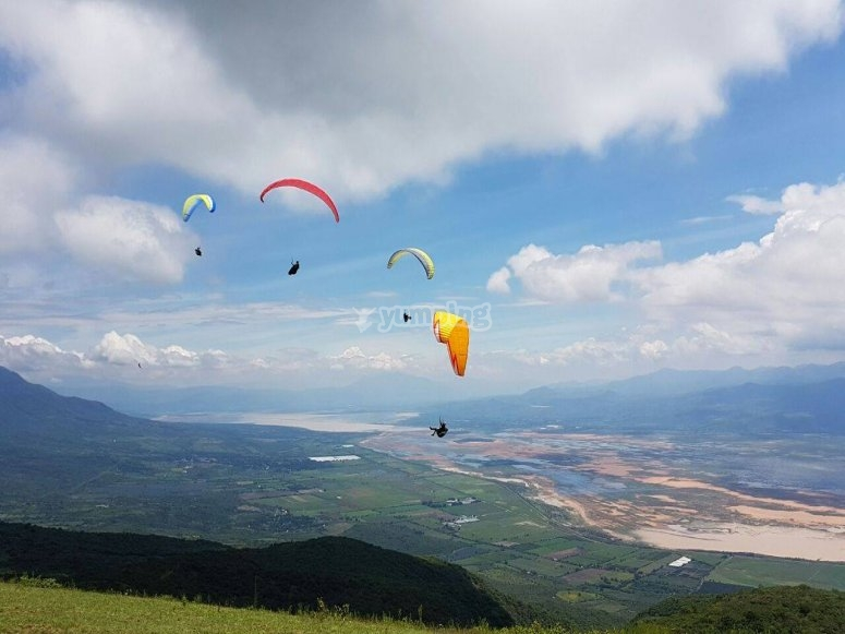Paragliders over Tapalpa