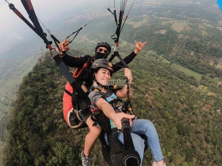 Fly paragliding in Fortín de las Flores