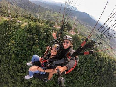 Tandem paragliding flight in Fortín 35 minutes