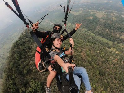 Paragliding flight for birthday boy in Fortín