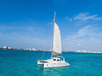 Catamaran tour for 13 people in Cancun