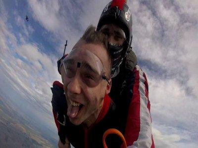 Tandem jump for 2 people in General Terán