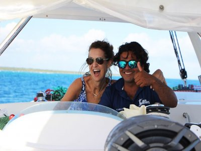 4-hour luxury yacht ride in Cancun