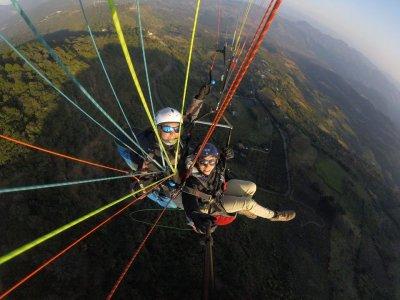Paragliding flight in La Escalera with photos and video