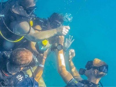 Diving class for beginners in Las Caletas